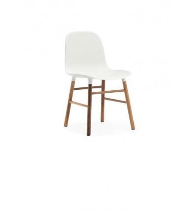 Krzesło na orzechowych nogach FORM CHAIR Normann Copenhagen - różne kolory