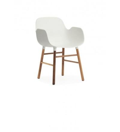 Fotel na orzechowych nogach FORM ARMCHAIR Normann Copenhagen - kilka kolorów