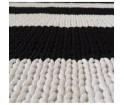 Ręcznie dziergany dywanik z wzorem w pasy 85 x 120 cm