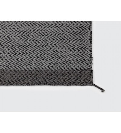 Dywan wełniany PLY Muuto - ciemnoszary / kilka wielkości