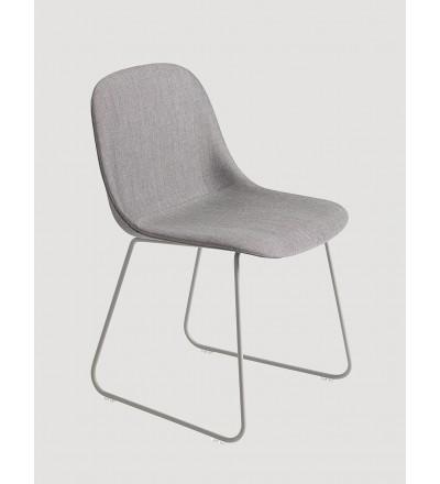 Krzesło tapicerowane na płozach Fiber Side Chair Sled Base Muuto - różne kolory