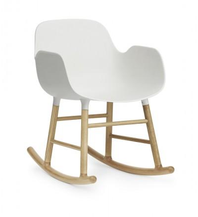 Fotel bujany na dębowych płozach FORM ROCKING ARMCHAIR Normann Copenhagen - różne kolory