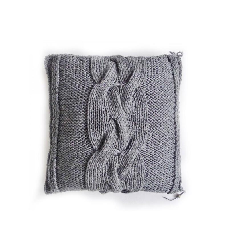 Poduszka dziergana z warkoczem Motarnia
