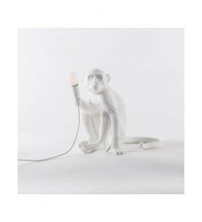 Lampa zewnętrzna Monkey Seletti - biała, wersja siedząca, na zewnątrz