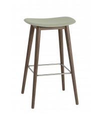 Hoker na drewnianej podstawie Fiber Bar Stool / Wood Base H: 75cm Muuto - bladozielony/ nogi ciemnobrązowe