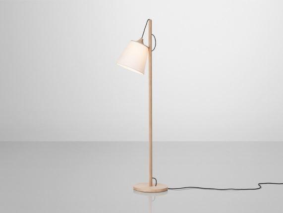lampa-podlogowa-z-drewna-pull-lamp-muuto