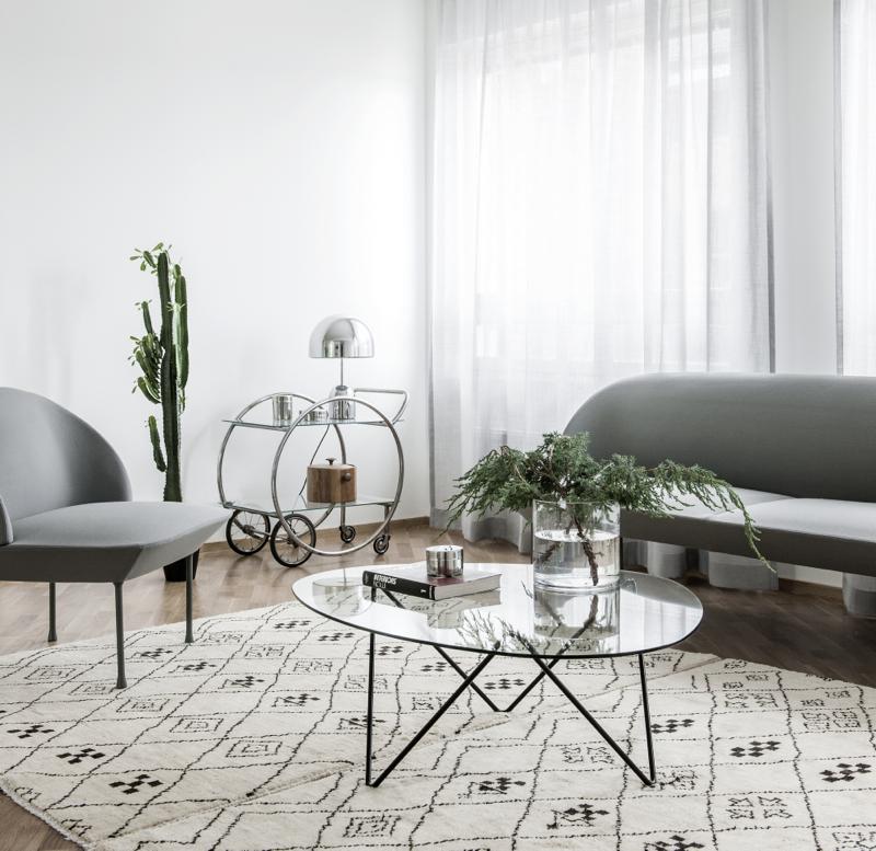 pufadesign.pl_minimalistyczna_lampa_stołowa_muuto