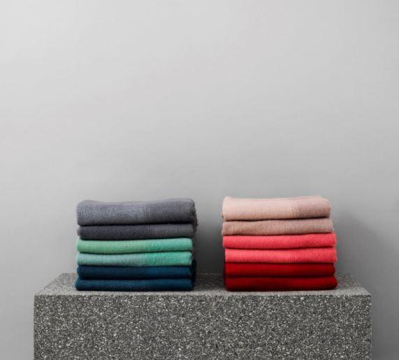 pled-narzuta-z-welny-tint-normann-copenhagen-rozne-kolory