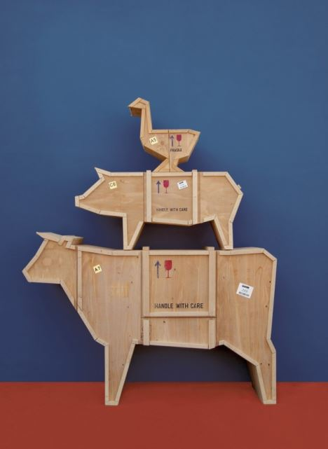 Seria mebli drewnianych Sending Animals, Pufa Design