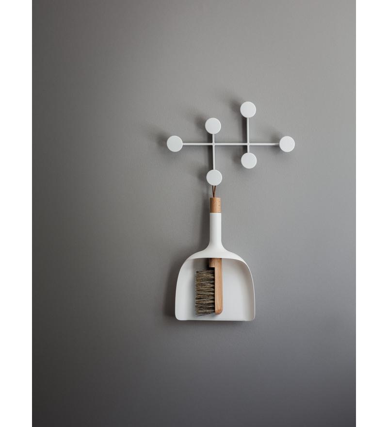Wieszak z serii Afternoon w aranżacji kuchni, Menu, Pufa Design