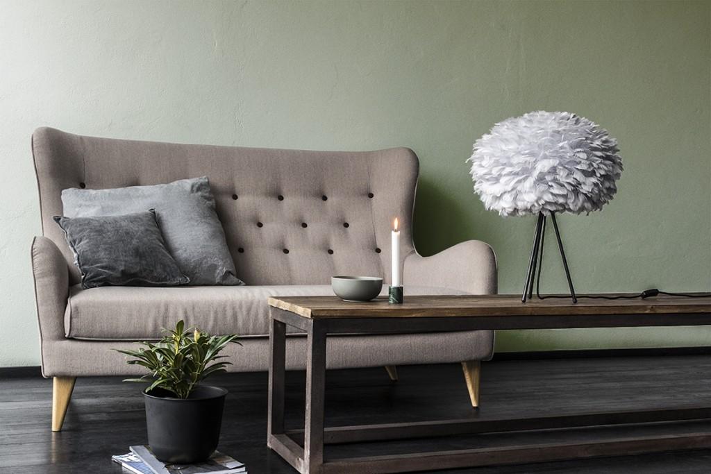 Pufadesign.pl_Eos_medium_light_grey_tripod_table_black_couch_environment