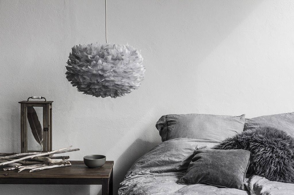 Pufadesign.pl_Eos_medium_light_grey_white_cord_feather_and_branches_bedroom_environment
