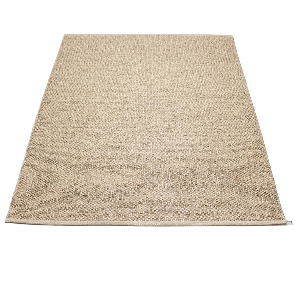 W stylu tego wnętrza dywan tkany tradycyjnie SVEA BEIGE, do kupienia w Polsce w dobrych sklepach z designem.