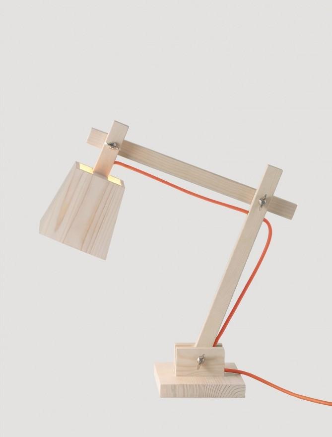 Lampa biurkowa Wood Lamp Muuto – trzy kolory kabla: biały, pomarańczowy i zielony, Pufa Design