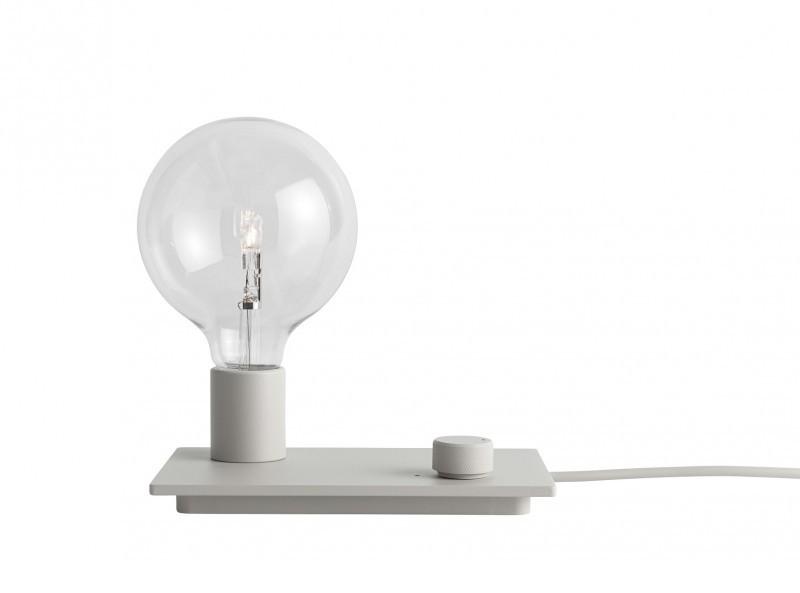 Lampa stołowa Control Muuto w matowej bieli (do wyboru jest również czerń, szarość i czerwień), Pufa Design