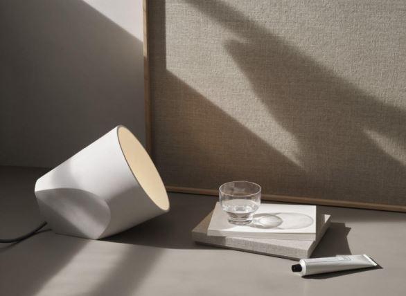Rzeźbiona ceramiczna lampa One The Edge, Pufa Design