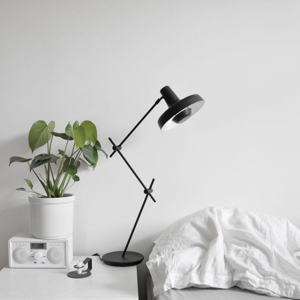 Lampa Arigato stołowa z ruchomymi przegubami, Grupa Products, Pufa Design