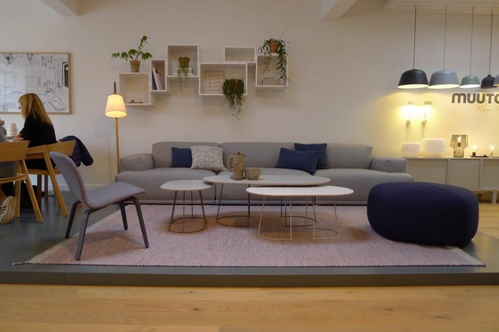 Salon według Muuto, półki są obłędne, fot. Pufa Design