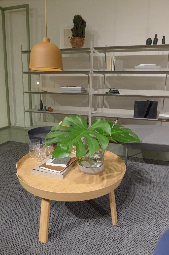 Kwiaty, kwiaty, kwiaty - ożywiają stolik Around, fot. Pufa Design