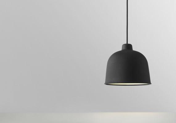 Lampa Grain wykonana jest z innowacyjnej mieszanki bambusa i tworzywa sztucznego, jej powierzchnia jest lekko chropowata, co optycznie ociepla lampę, Muuto, Pufa Design