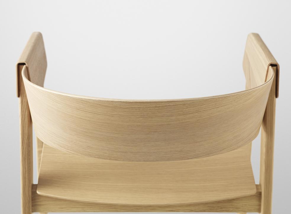 Cover Chair pod lupą, Muuto, Pufa Design