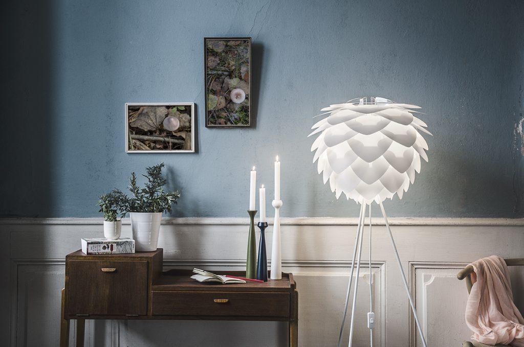 Silvia white w aranżacji kącika w salonie, Vita Copenhagen, Pufa Design