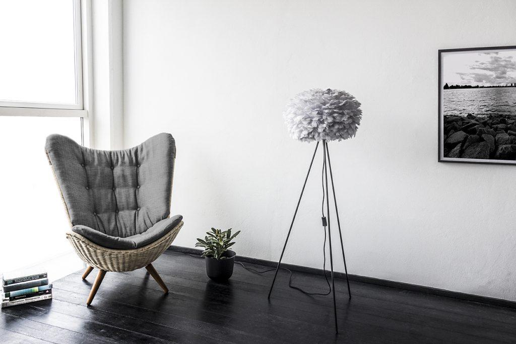 Kącik wypoczynkowy w salonie, lampa Eos, Vita Copenhagen, Pufa Design