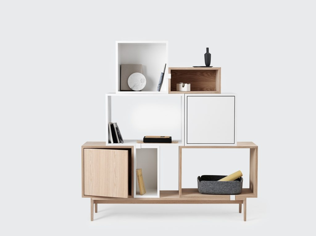 Łyk klasyki i szczypta nowoczesności, duńska klasyka w nowym wydaniu, pomysł na aranżację systemu Stacked, Pufa Design