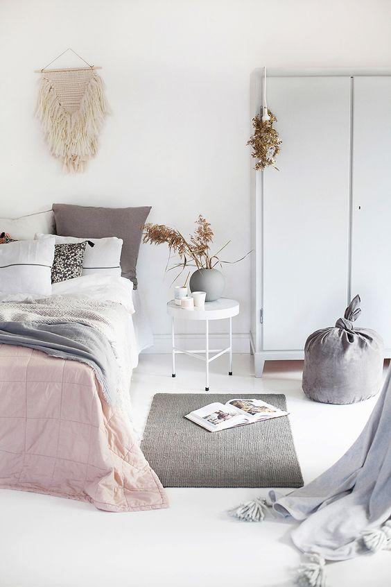 Wygodny puf do klimatycznej i przytulnej sypialni, inspiracja fot.doctorkish
