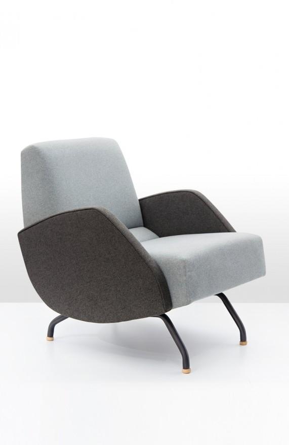 Fotel R-360 to najbardziej rozpoznawalny projekt Janusza Różańskiego. W tym modelu boki zostały wykonane z płyty tapicerowanej, Pufa Design