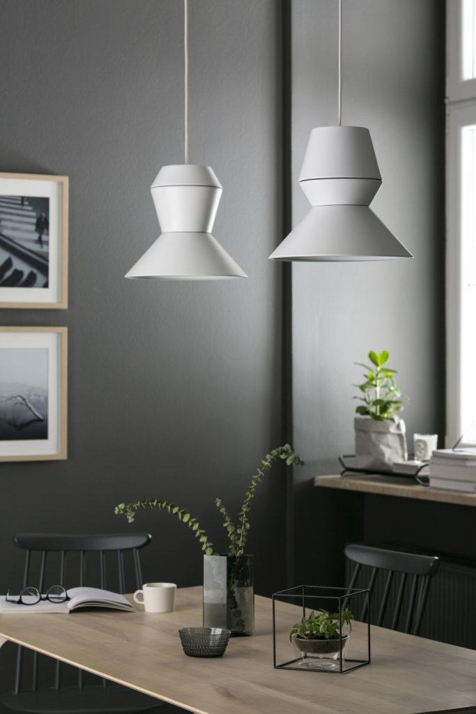 Lampy znajdują różnorakie zastosowanie, od przestrzeni użytkowych, jak hotele i biura, po prywatne wnętrza jadalni i kuchni, PufaDesign
