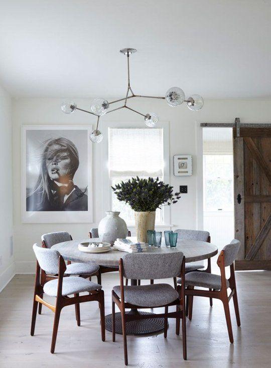 Pomysł na tacę w salonie, kolorystyka spójna z wnętrzem, taca podkreśli charakter wnętrza, inspiracja fot. apartmenttherapy