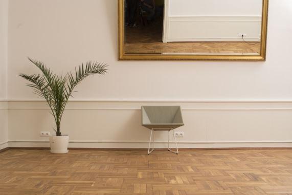 Tapicerowany fotel RM57, do wyboru różne odcienie nóżek, Vzór, Pufa Design