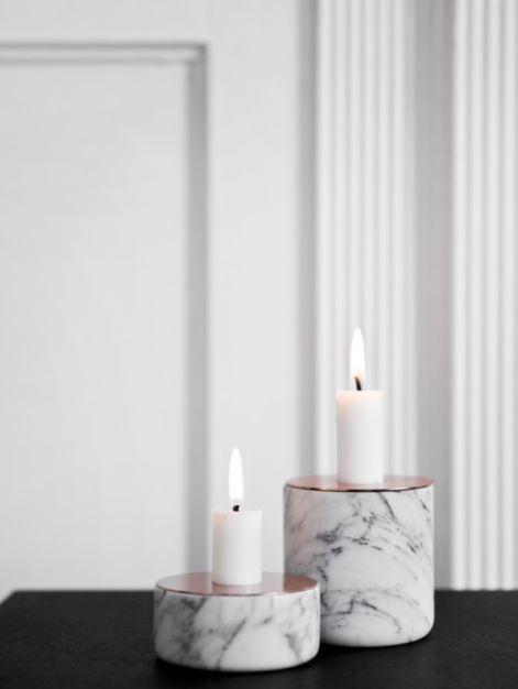 Elegancko. Świeczniki Chunk w wersji marmurowej z miedzianym wykończeniem, Menu, Pufa Design