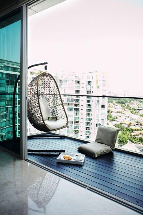 Pomysł na aranżację fotela Bowl na balkonie, fot.Home-Decor-SG