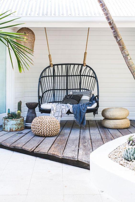Pomysł na aranżację fotela Bowl na tarasie, fot. byronbayhangingchairs, Pufa Design