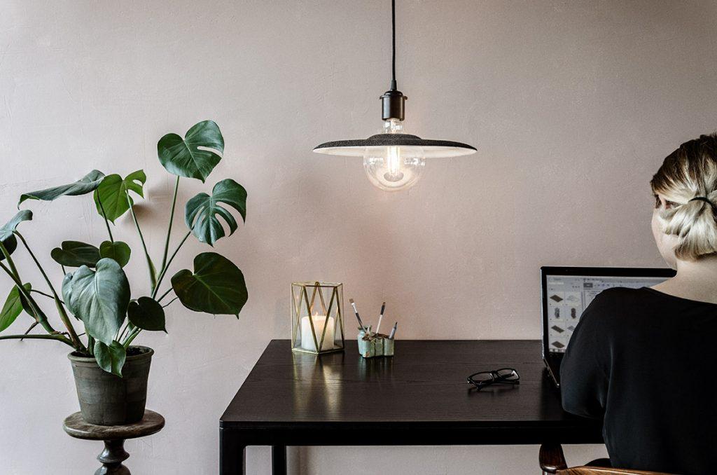 Shade, gadżet, który zmienia światło żarówki, Vita Copenhagen, Pufa Design