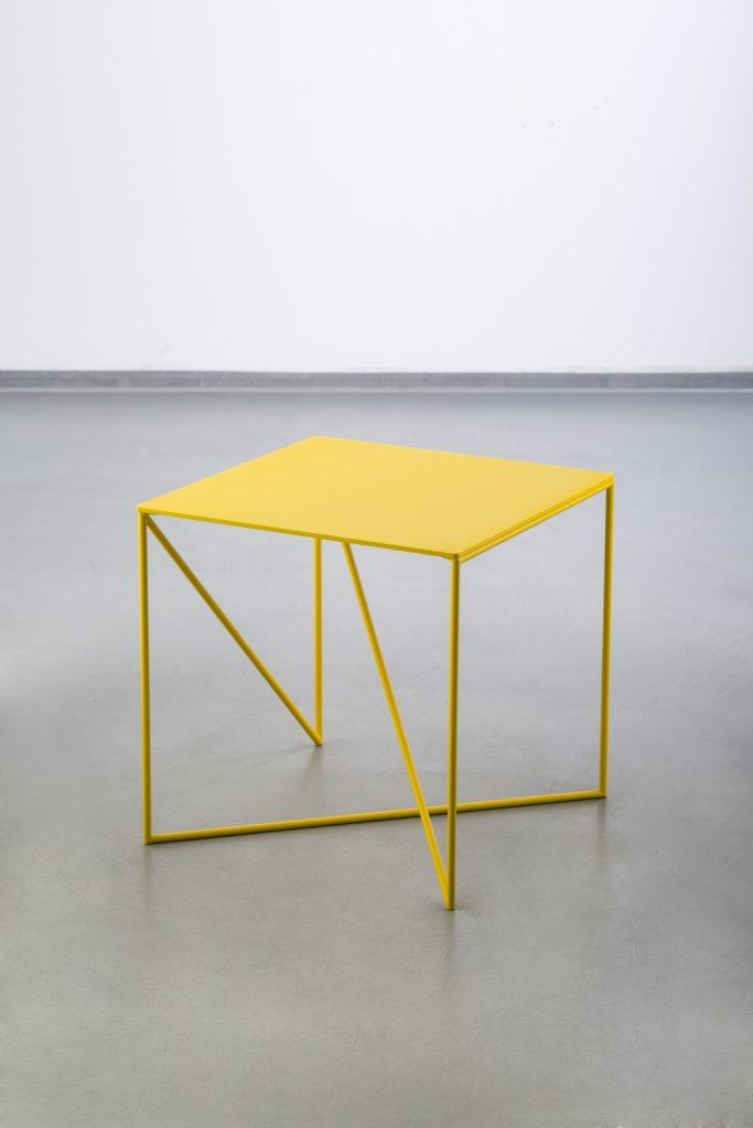 Moc neonu, stolik Dot, Grupa Products, Pufa Design