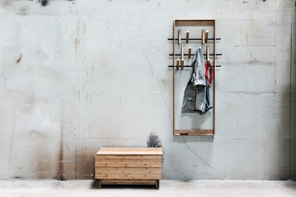 Wieszak Frame o unikatowej konstrukcji, We Do Wood, Pufa Design