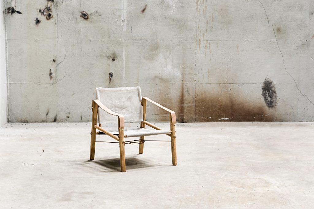 Krzesło Nomad Me z tkaniną z lnu, We Do Wood, Pufa Design