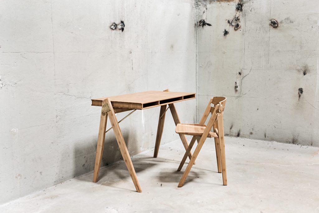 Domowe biuro, biurko Field, We Do Wood, Pufa Design