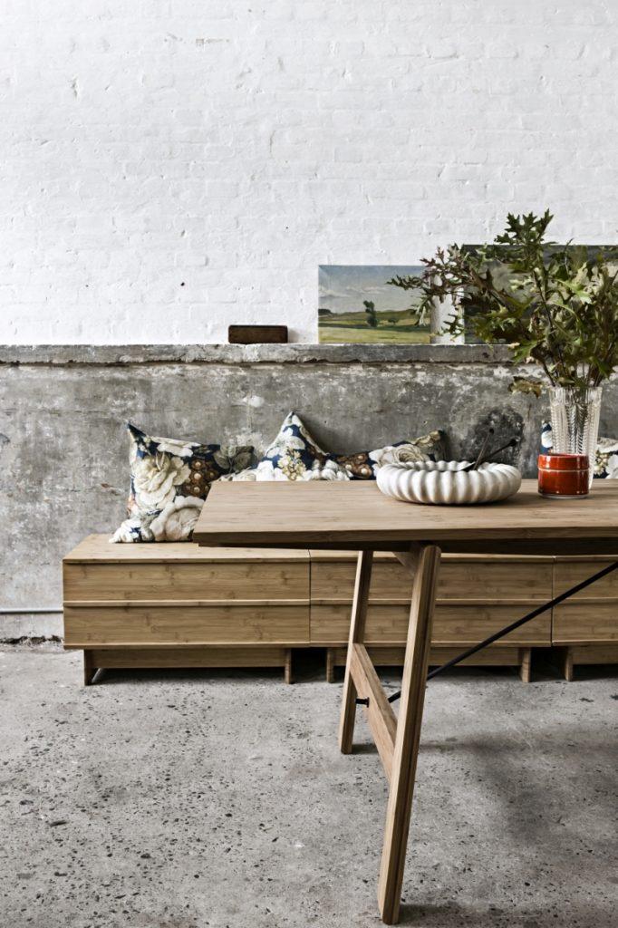 W salonie, w pracowni, w biurze, skrzynie Correlations pasują do każdego pomieszczenia ze wzglądu na swoją prostą formę, We Do Wood, Pufa Design