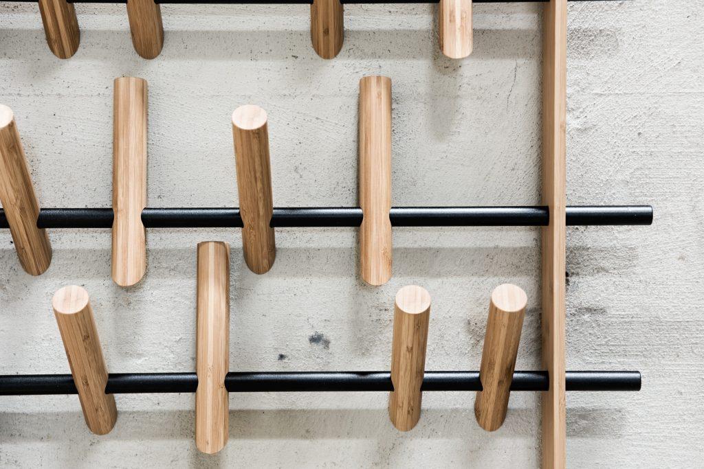 Piękno natury i doskonały detal, wieszak Frame, We Do Wood, Pufa Design