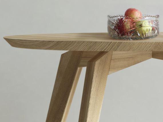 Wirtuozeria stolarstwa w każdym centymetrze, zoom na okrągły stół REDS, Iwona Kosicka Design w Pufa Design