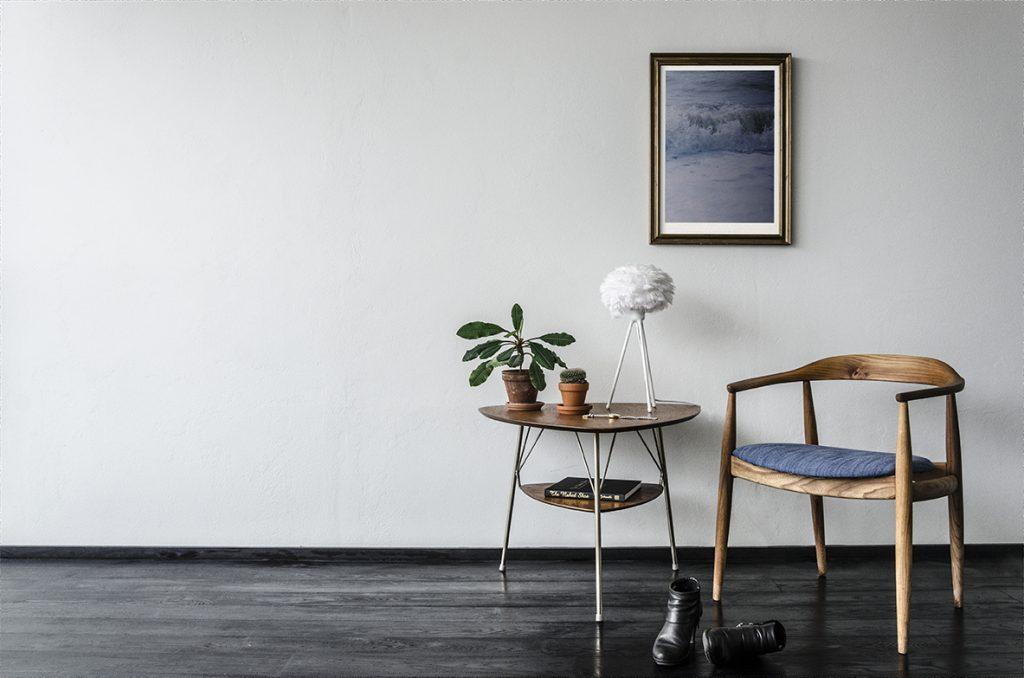 2091_Eos_micro_white_white_tripod_table_chair_and_table_environment