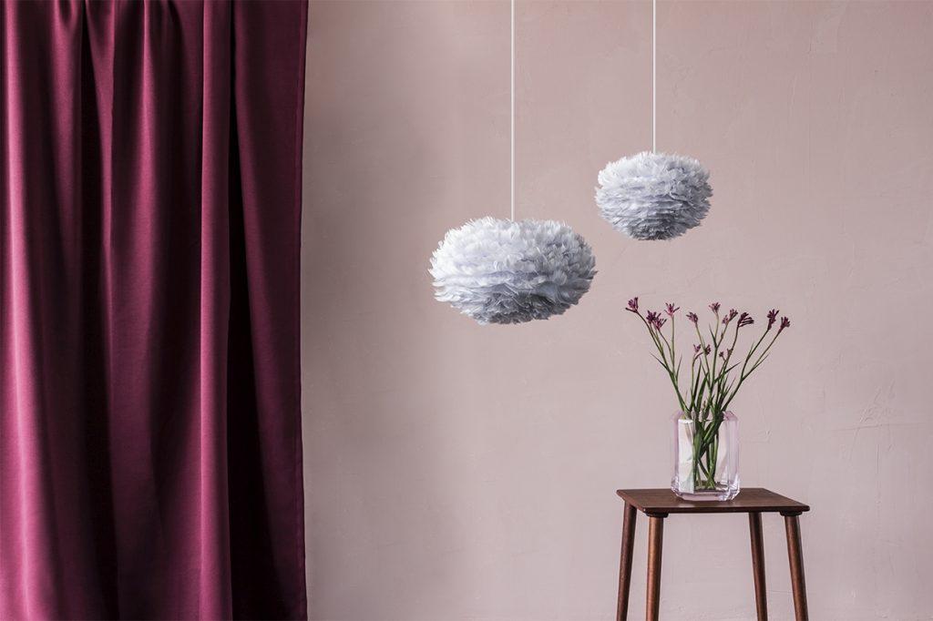 Eos micro i mini light grey, zawieszony nad stolikiem kawowy, Vita Copenhagen, do kupienia w Pufa Design
