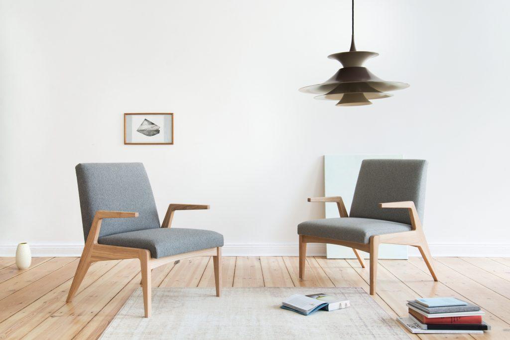 Fotele tapicerowane R-1378, zaprojektowane przez Janusza Różańskiego w 1962 roku, Politura, Pufa Design