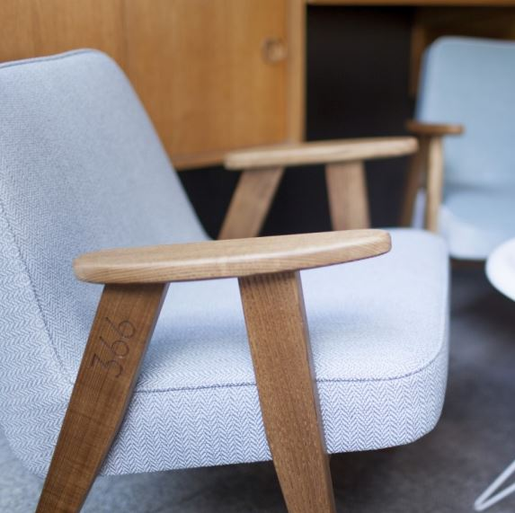 Fotel 366, projekt Roman Modzelewski, 366 Concept, Pufa Design