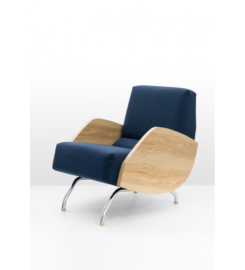 Fotel R-360 z drewnianymi bokami, zaprojektowany przez Janusza Różańskiego w 1959 roku, Politura, Pufa Design