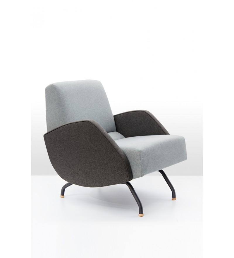 Fotel R-360 z tapicerowanymi bokami, zaprojektowany przez Janusza Różańskiego w 1959 roku, Politura, Pufa Design